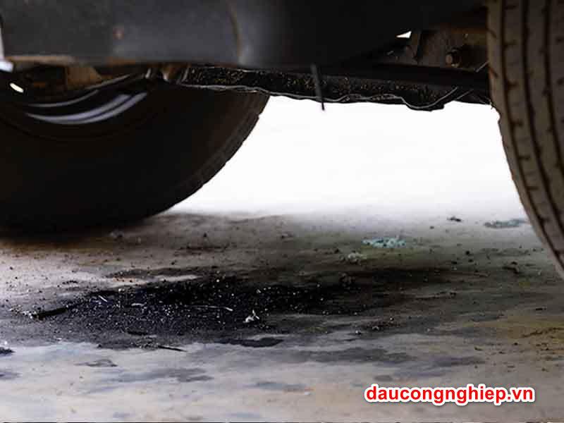 Chảy dầu xe dẫn đến hiện tượng xe thiếu hụt dầu